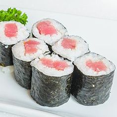 Sushirijst - recept - okoko recepten Japanese Sushi, Poke Bowl, Sashimi, Fresh Rolls, Street Food, Food Art, Food And Drink, Snacks, Japanese Recipes
