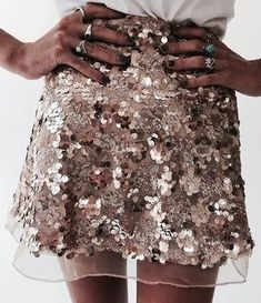 Women Gold Sequin Skirt 2017 Vintage High Waist A Line Jupe Femme Autumn Skirts Sexy Club Party Short Mini Skirt Faldas Beauty And Fashion, Look Fashion, Passion For Fashion, Womens Fashion, 90s Fashion, Party Fashion, Fashion Brand, Skirt Fashion, Fashion Art