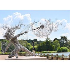 Stunning fairy sculpture made entirely out of wire by @fantasy_wire!