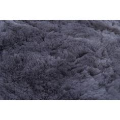 Beautiful fluffy rug made of 100% alpaca wool. It's so soft and comes in a variety of different colours and sizes! #alpacawool #alpacarug #rug #carpet #fluffy #alpaca #animalfriendly #fairtrade #sustainable