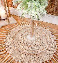 Farmhouse Christmas Tree Skirts, Christmas Tree Skirts Patterns, Christmas Crochet Patterns, Rustic Christmas, Big Yarn, Holiday Day, Christmas Decorations, Boho, Bohemian Style
