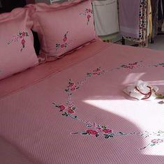 pembe kanaviçe pike takımı yatak örtüsü