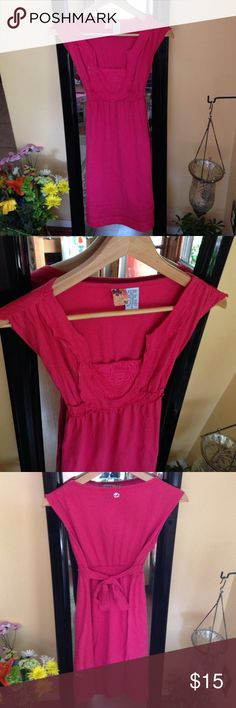 Billabong Red Tie-Back Shift Red 70% cotton 30% linen blend red dress / Casual day or night dress with lace details at bust and bottom / Adjustable tie in back / Great for the beach or dinner or simply just hanging around / Love this dress, just like them longer 🌺 / Originally $50 Billabong Dresses Mini