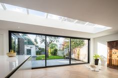 Enjoy an unobstructed view with the new Max Light aluminum sliding door from Aliplast! House Extension Design, Open Plan Kitchen Living Room, Bungalow Renovation, Interior Architecture, Interior Design, House Inside, House Extensions, Modern House Design, Home And Living