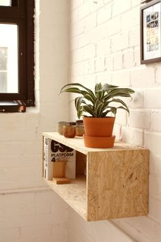 La Petite Anne: OSB desky - levný a dobrý! Osb Plywood, Plywood Furniture, Home Furniture, Furniture Design, Wooden Box Shelves, Wooden Boxes, Shed Interior, Interior Design, Osb Board