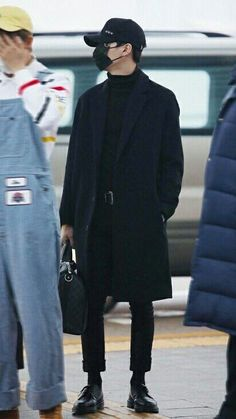 Suga in all black is a great concept kpop fashion male, korean fashion, mens Kpop Fashion Male, Korean Fashion Men, Korean Men, Mens Fashion, Korean Airport Fashion, Mode Masculine, Mode Man, Bts Inspired Outfits, Mode Streetwear
