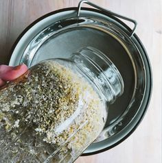 Learn how to make rejuvelac, the invigorating probiotic drink made from sprouted grains that will support your gut microbiota and your immune system. Probiotic Drinks, Fermented Foods, Oatmeal, How To Make, Rolled Oats, Overnight Oatmeal