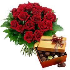 Bouquet di rose rosse e cioccolatini. Passione e dolcezza insieme #sanvalentino2014