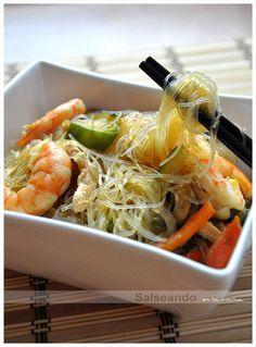 Salseando en la cocina: Fideos chinos Vermicelli (de soja) Sushi Recipes, Chicken Salad Recipes, Asian Recipes, Vegetarian Recipes, Healthy Recipes, Ethnic Recipes, Healthy Meals, Healthy Food, Fideo Recipe