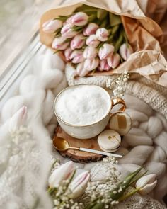 Image uploaded by Cᴇʟᴇsᴛᴇ ฅ^ Turkish Coffee Cups, Arabic Coffee, Turkish Tea, Coffee Milk, Coffee And Books, Coffee Set, Cappuccino Cafe, Coffee Photography, Coffee Is Life