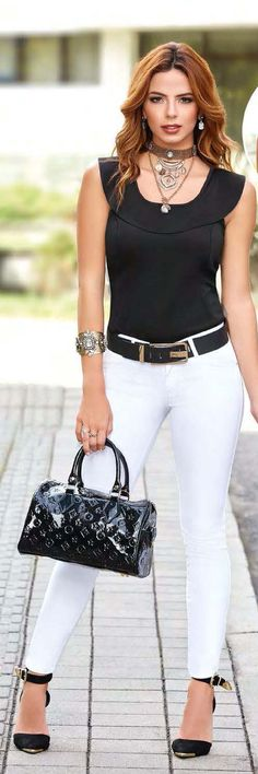 Blusas, pantalones, leggins y mas en nuestro sitio web, Visita el catalogo digital completo #moda #ropacasual #modaonline #ropacolombiana #style #blusas #pantalones #accesorios Stylish Summer Outfits, Casual Outfits, Casual Chic, Casual Elegance, Fashion Moda, Womens Fashion, Western Dresses For Women, Look Office, Dress Outfits