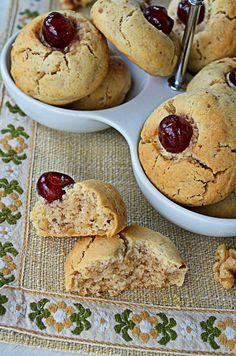 Biscuiti cu nuca - Biscuiti fragezi - Retete culinare by Teo's Kitchen Baby Food Recipes, Cookie Recipes, Kid Recipes, Tea Cookies, Food Cakes, Kids Meals, Camembert Cheese, Biscuit, Ale