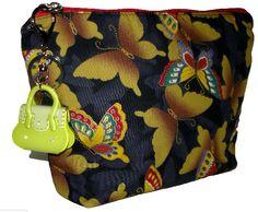 Necessaire com chaveiro de acrílico. http://www.elo7.com.br/necessaires/al/5E0B3