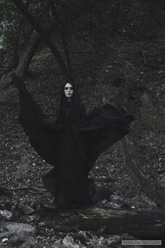 Photo session With Segovia Amil Dark Fantasy, Segovia Amil, Wow Photo, Yennefer Of Vengerberg, Arte Obscura, Season Of The Witch, Witch Aesthetic, Dark Photography, Dark Beauty