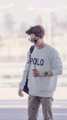 Wind loves him too. Exo Ot12, Chanbaek, Kpop Exo, Exo K, Chanyeol, Chen, Instyle Magazine, Cosmopolitan Magazine, Kim Junmyeon