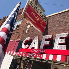 No more indecisiveness about where to eat for dinner. If you eat anywhere in Texas during let it be at one of these 13 mind-blowing restaurants. Texas Restaurant, Pecan Wood, Breakfast Cafe, Baked Potato Casserole, Pizza Joint, Tomato Relish, Retro Cafe, Homemade Pastries