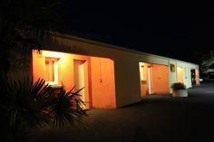 hotel LX, Tout-y-faut 17330 Vergné, charente-maritime, France. vue extérieur nuit