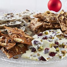 Custom-Flavored Holiday Chocolate Bark - The Pampered Chef® Find more holiday recipe tips at www. Christmas Treats, Holiday Treats, Holiday Recipes, Yummy Treats, Sweet Treats, Yummy Food, Delicious Recipes, Pampered Chef Recipes, Cooking Recipes