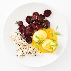 Curry-Senf-Eier mit Rote-Bete-Salat Durch die Zugabe von Curry und süß eingelegtem Kürbis erfahren Großmutters Senf-Eier ein erstaunliches Revival. Der Rote-Bete-Salat bleibt als klassische Begleitung natürlich unangetastet!