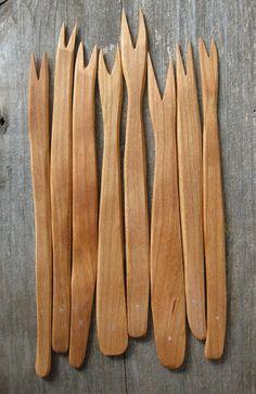Wooden hors d'oeuvres forks. Maken van ijs stokjes of patat stokjes
