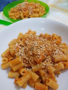 Pesto di peperoni, pomodorino e granella di nocciole .