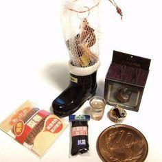 10月10日は  缶詰の日。shibazukeparipariのミニチュア。 過去作。 おやじクリスマスブーツの作品より やきとり缶詰。 おやじさんにもクリスマスプレゼントを というコンセプトで制作しました。 おやじ クリスマスブーツの作品 詳細はホームページへどうぞ http://shibazukeparipari.com/gallery-1/xmas/xmas-oyaji  #ミニチュア #食品サンプル #フェイクフード #ブーツ #クリスマス #プレゼント #クリスマスブーツ #粘土 #おやじ #缶詰 #ミニチュアフード  #ハンドメイド #おつまみ #ドール #miniature #fake #food #clay #christmas #xmas #present #boots #handmade #doll
