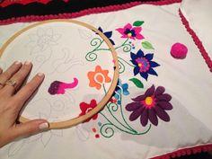 Bordado. Embroidered. Estilo mexicano pero argentino.