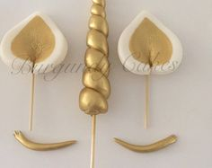 This is a listing for Fondant Unicorn Horn, Ears and Eyelashes Cake Toppers. These are handmade with tasty fondant and painted with gold luster dust with or without glitter.This Fondant Unicorn Horn, Ears and Eyelashes Cake Toppers- Gold is just one Fondant Toppers, Unicorn Cupcakes Toppers, Fondant Cakes, Cupcake Cakes, Gold Fondant, Gold Cake, Gold Cupcakes, Fondant Rose, Unicorn Cake Topper