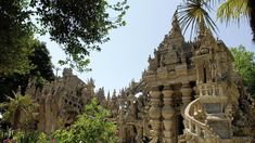 Widower Ferdinand Cheval pushed a wheelbarrow on his route to collect stones of beauty. What started as a hobby, soon became a life project resulting in him building Le Palais idéal. Aire Camping Car, Monuments, Road Trip France, Rhone, Travel News, Barcelona Cathedral, Mount Rushmore, Palace, Explore