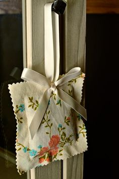 beautiful hanging lavender sachets - so easy!