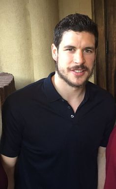 """hockeychickchat: """"I like the beard if i don't look at it too closely """""""