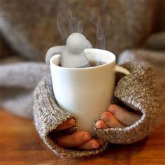 """O """"Mr. Tea"""" é um simpático bonequinho feito para deixar a sua bebida ainda mais gostosa. Em breve na loja Perpetual Kid por 9,99 dólares. """"Banhadamente legaus""""!"""
