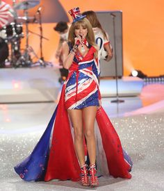 Taylor Swift - Victoria's Secret Fashion Show 2013