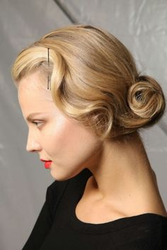 Prom retro updo for short hair videos, earrings, pictures, fashion, classic hairstyles Classic Hairstyles, Vintage Hairstyles, Up Hairstyles, Pretty Hairstyles, Wedding Hairstyles, Hairdos, Good Hair Day, Great Hair, Short Hair Updo