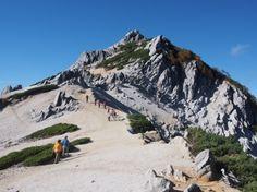 燕山荘からハイマツと花崗岩とのコントラストが美しい燕岳|北アルプス登山ルートガイド。Japan Alps mountain climbing route guide