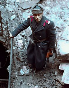Romanian Officer Standing in Rubble Romanian Revolution, Warsaw Pact, World Press, Best Documentaries, Documentary Photographers, Second World, Press Photo, Cold War, World History