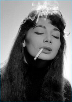 Juliette Greco by Gjon Mili. (Another portrait--more familiar in type to me and so possibly more alive--was that of a young woman with Juliette Greco face, large lost eyes and a sulky mouth. People Smoking, Women Smoking, Girl Smoking, Juliette Greco, Jerry Schatzberg, Gjon Mili, Malboro, Up In Smoke, Beatnik