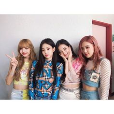 Find images and videos about kpop, rose and blackpink on We Heart It - the app to get lost in what you love. Kpop Girl Groups, Korean Girl Groups, Kpop Girls, Kim Jennie, Yg Entertainment, Girls Generation, Divas, Rapper, Blackpink Funny