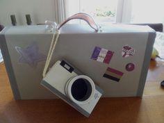 Voor een reislustig type, een koffer met fototoestel.