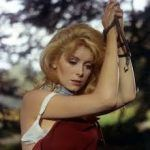 Belle de Jour and Catherine Deneuve – The Role of her Life : a woman who does not recognize sexual abuse. Anthony Hopkins, Catherine Deneuve, Photo Alain Delon, Trauma, Yves Montand, Recurring Nightmares, Forrest Gump, Flirting, Photos