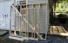 Learn how to build Lean-To shed attached to any building or structure or even free-standing. This guide will walk you through all steps from the planning to painting completed shed. Start building your dream shed today!
