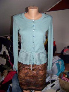 Шелковый голубой джемпер-кофта на пуговках с ажурной баской и тонким пояском episode за 55 грн.