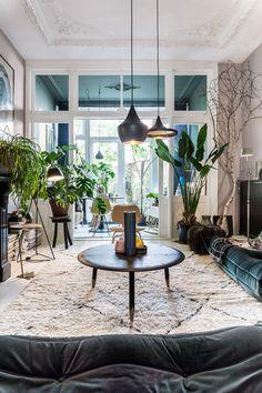 Una casa bohemien a L'Aia - Coffee Break Interior Windows, Interior And Exterior, Art Deco Fireplace, Deco Boheme, Creation Deco, Interior Decorating, Interior Design, Deco Design, Eclectic Decor