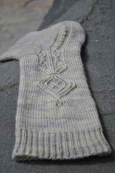 Ravelry: Pendragon Socks pattern by Erica Lueder Loom Knitting, Knitting Stitches, Knitting Socks, Free Knitting, Knitting Patterns, Stitch Patterns, Knitting Machine, Vintage Knitting, Crochet Socks