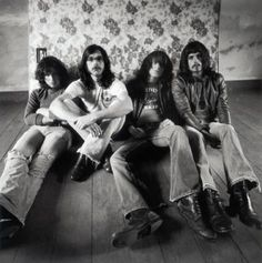 This is the Kings of Leon I know....  i miss the hair, the grunge and the unique jams! This might be the only pic on here you find of them before. When I searched them all that came up were cheese shots of them with beiber hair. :(