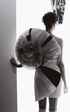 Sculptural Fashion - 3D dress with pleated spiral back detail - creative fashion; wearable art // Viktor & Rolf