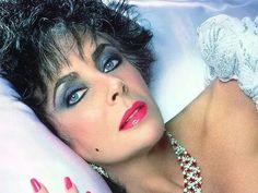 Elizabeth Taylor Golden Age Of Hollywood, Vintage Hollywood, Hollywood Stars, Classic Hollywood, Hollywood Icons, Hollywood Actresses, Bijoux D'elizabeth Taylor, Elizabeth Taylor Jewelry, Violet Eyes