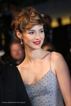 Louise Bourgoin #dessange #cannes2015 #coiffeurofficiel Short Curly Hair, Curly Hair Styles, Brown Wavy Hair, Curly Pixie, Cute Hairstyles For Short Hair, Pixie Hairstyles, Pixie Haircut, Short Hair Cuts, Shaggy Short Hair