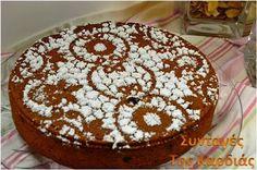 Καλώς σας ξαναβρίσκουμε φίλοι μας!! Επιστρέφουμε δυναμικά μετά τις καλοκαιρινές διακοπές μας, με συνταγές που θα μοιραζόμαστε μαζί σας καθ... Cake Recipes, Dessert Recipes, Desserts, Greek Cookbook, Greek Cake, Low Calorie Cake, The Kitchen Food Network, Greece Food, Greek Sweets