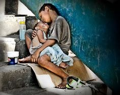 Here i present 30 brilliant photographs exposing the actual face of poverty. Do give feed back and please think on the issue of poverty after watching these Precious Children, Beautiful Children, Beautiful People, Poor Children, Poor Kids, Children Raising, Hungry Children, Mundo Cruel, Fotojournalismus